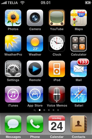 The desktop, page 1 of my iPhone after updating to OS 3.0. Photo: Erik Thau-Knudsen, 2009-06-24